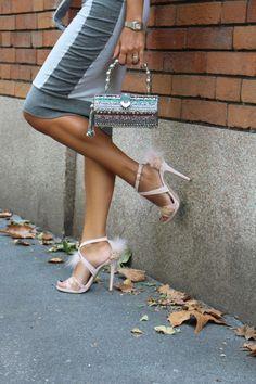 Di esagoni , perline e scarpe da principessa ..... Look dalla Milano Fashion Week  http://www.unconventionalsecrets.blogspot.it/2015/11/scarpe-da-principessa-guigou-gonzalo-7amoi-mary-frances-mfw.html