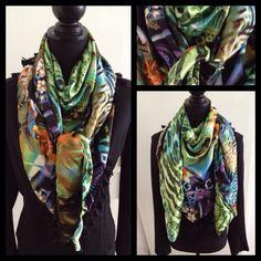 Satijnen sjaal met 2 verschillende kanten. Chique met zwart in de winter; lekker fris en vrolijk in de lente.