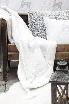 Syksyn ja talven tullen on ihanaa sisustaa tyynyillä ja torkkupeitoilla, ne tuovat kotiin kodikasta tunnelmaa. Klikkaa kuvaa, niin näet tarkemmat tiedot.