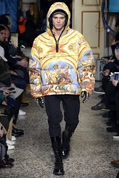 See the complete Moschino Fall 2017 Menswear collection.