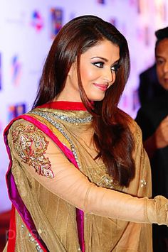 Aishwarya at Zee Cine Awards 2011