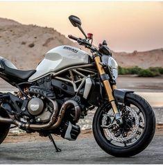 Custom Motorcycle Helmets, Racing Motorcycles, Vintage Motorcycles, Motorcycle Gear, Women Motorcycle, Ducati Monster 1200 S, Moto Ducati, Super Bikes, Motorbikes