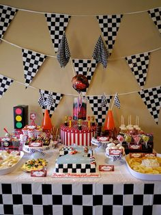 17 Colorful Disney Cars Party Ideas For Kids - Shelterness Hot Wheels Party, Festa Hot Wheels, Hot Wheels Birthday, Race Car Birthday, Race Car Party, 3rd Birthday, Dirt Bike Birthday, Disney Cars Party, Disney Party Foods