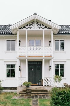 Exterior Design, Interior And Exterior, This Old House, Mansard Roof, Roof Detail, Swedish House, Home Fashion, Old Houses, Cabins