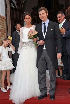 Wedding gown by Roberto Diz.(Lola Peralta)