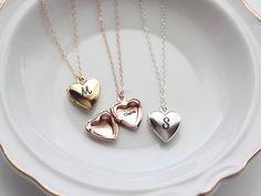 Heart Locket / Personalized Heart Lockets / Engraved Heart Necklace / Heart Locket Necklace / Personalized Locket Jewelry / Bridesmaid Gift - Schmuck-Modelle , Make-up , Freundschaft und mehr Heart Locket Necklace, Gold Bar Necklace, Monogram Necklace, Engraved Necklace, Locket Bracelet, Gold Locket, Locket Charms, Engraved Jewelry, Collar Necklace
