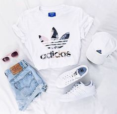 Adidas, white, shoes, tumblr, adidas cap, sunglasses https://twitter.com/faefmgaifnae/status/895102852929945600