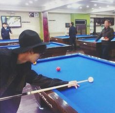 Chanyeol plays billiards