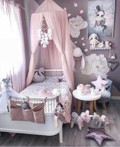 Detská izba nie je len miestom, kde dieťatko spí, hrá a učí sa, je predovšetkým jeho kráľovstvom, v ktorom sa cíti spokojne, šťastne a bezpečne. V kráľovstve s názvom detská izba tiež bývajú všetky obľúbené hračky dieťatka, s ktorými zažíva veselé a krásne chvíle. Detská izba je aj útočiskom, v ktorom sa vaša ratolesť určite rada skrýva, ak vyvedie nejakú neplechu. Skrátka a dobre, detská izbička, ktorá patrí iba vášmu dieťatku, je dôležitým miestom v byte či dome. Baby Bedroom, Baby Room Decor, Nursery Room, Room Decor Bedroom, Bedroom Ideas, Canopy Bedroom, Comfy Bedroom, Room Baby, Playroom Decor