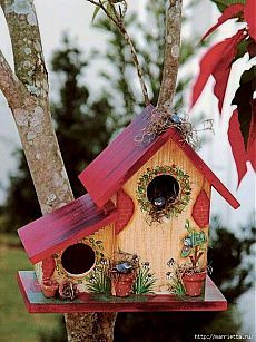 When it comes to birds, avid watchers know that you can never have too many bird houses in your yard. Birds appreciate these items during the nesting and migration seasons, which can just about cover the entire year in some areas. Bird Houses Painted, Bird Houses Diy, Painted Birdhouses, Decorative Bird Houses, Homemade Bird Houses, Painted Cottage, Bird House Feeder, Bird Feeder, Creation Deco