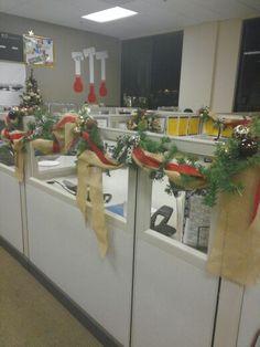 Christmas cubicle decorations Christmas Cubicle Decorations, Office Decorations, Christmas Holidays, Xmas, Decor Crafts, Craft Ideas, Doors, Decorating, Space