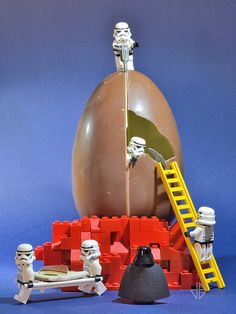 Happy Easter ! by Greg 50, via Flickr Diy Toys For 1 Year Old, Lego Humor, Stormtrooper, Kids Indoor Playground, Lego Toys, Lego Figures, Lego Worlds, Lego Photography, Happy Easter