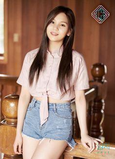 G-Friend's Umji flaunts her upgraded beauty in teaser images for 'Parallel'   allkpop.com