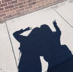 Shadow of throwing SAO sign Best Friend Pictures, Bff Pictures, Shadow Photography, Girl Photography, Aesthetic Photo, Aesthetic Pictures, Korean Best Friends, Shadow Pictures, Shadow Pics