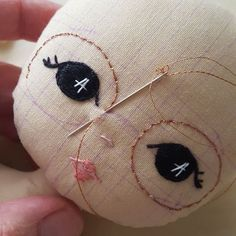 Terrific No Cost Sewing ideas for dolls Strategies WIP Sparkly specs! Doll Eyes, Doll Face, Doll Crafts, Diy Doll, Fabric Toys, Doll Tutorial, Sewing Dolls, Waldorf Dolls, Soft Dolls