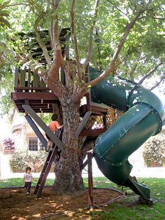 tree fort! NO WAY! the Dane kids would go nuts! Project for Dane bros!