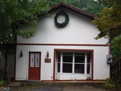 $89,900  MLS 8217278. Call Bobby 770-936-4805. Park model on cornet lot with addition of den, living room, bedroom adn sun room, large deck, large wooded lot, two paved driveways.  view of stables and horses.  Seasonal Mtn Views.