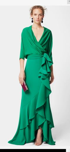 This dress is indeed a show stopper! both sassy and swanky a gorgeous green maxi wrap dress with a cascading ruffle that flows from waist top to bottom . Source by mariaont Kleider Elegant Dresses, Pretty Dresses, Beautiful Dresses, Formal Dresses, Wrap Dresses, Robes Glamour, Dress Skirt, Dress Up, Plus Size Kleidung