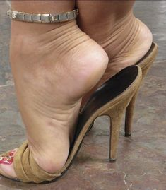 Ap #hothighheelsstockings #stilettoheelsmistress