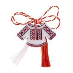 """Broșă mărțișor tip pin """"Ie albă cu motive tradiționale roșii"""""""