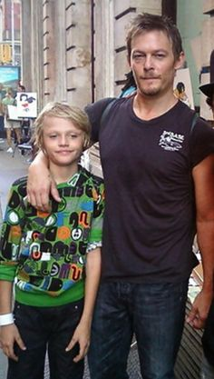 Mingus & Norman Reedus. OMG. HIS CHILDS NAME IS MINGUS REEDUS. HOW CRUEL NORMAL! HOW CRUEL!