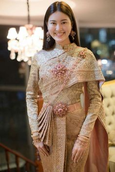 Thai Traditional Dress, Traditional Wedding Dresses, Traditional Fashion, Traditional Outfits, Cambodian Wedding Dress, Thai Wedding Dress, Designer Party Wear Dresses, Indian Designer Outfits, Thai Dress