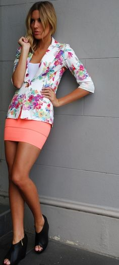 Spring outfit, I would have a longer skirt and different shoes, but I like the colors and the blazer.