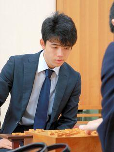 藤井聡太四段、15歳での初勝利 棋聖戦で西川七段破る:朝日新聞デジタル