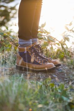 Built in the golden era of backpacking, the original Danner Light was constructed to be rugged, water resistant, and stable on any terrain. The new Danner Light Cascade holds true to those same princi