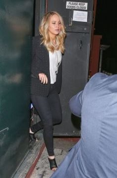 Jennifer deixando 'A Night With Judd Apatow & Friends' Em LA 06/05/15