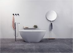 Giulietta is a floor standing <strong>minimalist mirror</strong> designed by <strong>Luis Arrivillaga</strong> in a simple and effective elementary form, graphically displayed. Although its slender figure may lead people on in thinking there is not much practicability attached, the item also comes with a second function; it also be employed as a hanger. This comes in handy whether you decide to place it in the bathroom or bedroom.<!--more-