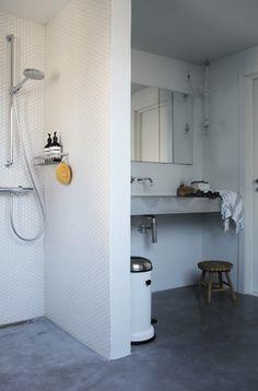 Sol en béton ciré dans salle de bain