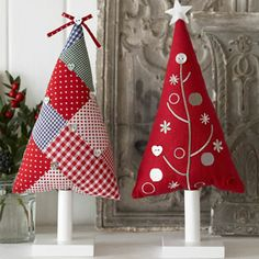 patchwork christmas trees - make as hanging tree decorations Weihnachten… Christmas Makes, Christmas Art, Christmas Projects, Handmade Christmas, Christmas Holidays, Christmas Patchwork, Christmas Sewing, Theme Noel, Felt Christmas Ornaments