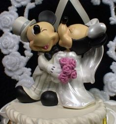 Mickey & Minnie Mouse wedding cake topper! :)