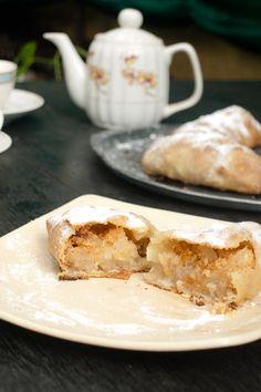 Strudel dough recipe to make the famous apple strudel pastry (Apfelstrudel). Learn the technique and tricks to make flaky thin strudel dough easily. Tart Recipes, Apple Recipes, Dessert Recipes, Strudel Recipes, Sweet Recipes, Croissants, Strudel Dough Recipe, Pastry Recipe, Apfelstrudel Recipe