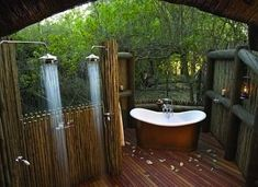 My dream home, if it were in the right climate and had mad privacy, would have an outdoor shower. 9 Dreamy Outdoor Shower Ideas for Every Home (Not Just at the Beach! Outdoor Bathtub, Outdoor Bathrooms, Outdoor Rooms, Outdoor Living, Outdoor Showers, Hotel Bathrooms, Outdoor Kitchens, Garden Cottage, Interior Exterior