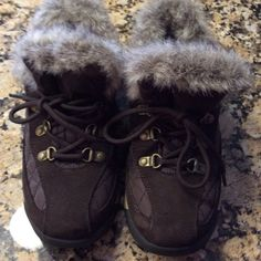 ❄️WINTER SALE❄️.  Lands End NEVER WORN. Really nice Lands End brown suede and quilting, lace up, faux fur around ankle.  2/13/7 Lands' End Shoes Winter & Rain Boots