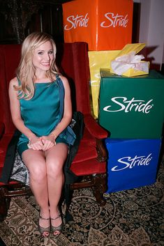 Who is Kristen Bell ? Kristen Bell is an American actress. Although her first film role was an uncredited appearance in Polish Wedding, . Kristen Bell, Celebrity Couples, Celebrity Pictures, Beautiful Celebrities, Beautiful Actresses, Polish Wedding, Killer Legs, Perfect Legs, Belle Dress