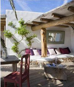 Adoro a arquitetura das casas de Formentera, principalmente as áreas externas, rústicas e despojadas, super convidativas. Elementos naturais...