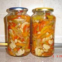 Sałatka z pieczarek, papryki i ... na zimę Polish Recipes, Preserves, Pickles, Mason Jars, Recipies, Chilli, Food, Pickling, Carne Asada