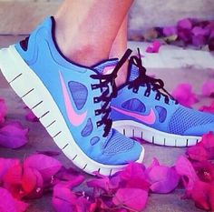 Love these tennis shoes- love the color and everything!  Now I want a pair!!!