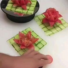 Easy Food Art, Creative Food Art, Diy Food, Amazing Food Decoration, Amazing Food Art, Fancy Food Presentation, Vegetable Decoration, Food Carving, Vegetable Carving