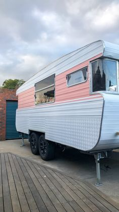 caravan renovation diy 455637687300964270 - Our complete step by step guide explaining exactly how we renovated the outside of our vintage caravan, including the chassis, cladding and windows. Source by susiekidd Caravan Paint, Diy Caravan, Caravan Decor, Retro Caravan, Diy Camper, Caravan Interiors, Caravan Ideas, Camper Ideas, Caravan Renovation Diy