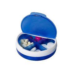Caja de pastillas con tapa giratoria y cuatro compartimentos separados. tapa pequeña y grande. Azul, Rojo y Blanco. MERCHANDISING REGALO PROMOCIONAL SALUD Y BIENESTAR - PRIMEROS AUXILIOS - PASTILLERO