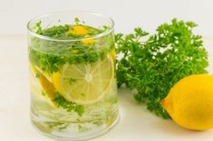 15Jugos que te ayudarán a eliminar la grasa abdominal Health Diet, Health And Wellness, High Calorie Diet, Natural Diuretic, Eat Slowly, Homemade Tea, Healthy Eating Habits, What Happened To You, How To Squeeze Lemons