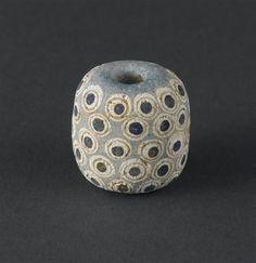 Perle, pâte de verre, vers 500 av JC, période punique (fin du 9e siècle av JC -146 av JC), Carthage