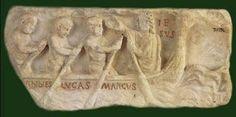 En algunos sarcófagos romanos aparece Cristo con un anzuelo o red, o los apóstoles faenando en su barca y recogiendo las redes llenas de peces.