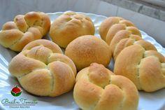 Fare il pane fatto in casa è una grande soddisfazione, perché sai effettivamente cosa metti dentro all'impasto, puoi regolare il sale secondo gusti...