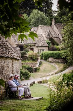 bibury, arlington row, cotswolds; I want to be sitting right there, in 'quintessential' England, as they call it.