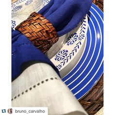 #Repost @bruno_carvalho ・・・ Tem mesa linda hoje aqui na @casa_campos por BC.  #windowsstore #designbrasileiro #homedecor #lifestyle #visualmerchandising #design #colors #flowers #interiordesign #brunocarvalho